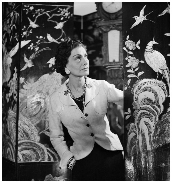 Coco Chanel (1883-1971), couturire franaise, dans son atelier rue Cambon. Paris, 1937.